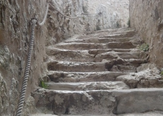 l'escalier du chateau de Peyrepertuse.jpg