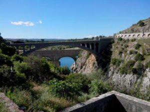 Pont du diable vu du ravitaillement à la Randonnée Paulhanaise
